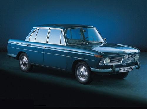 Mordene viertürige Mittelklasse-Limousinen, Vierzylinder-Reihenmotoren mit obenliegender Nockenwelle, McPherson-Federbein-Vorderachse, Schräglenker-Hinterachse, Scheibenbremsen vorne. Großes Modellangebot durch verschiedene Hubraum- und Leistungsvariationen - Mit mehr Motorleistung als Nachfolger des BMW 1500, äußerlich kein Unterschied
