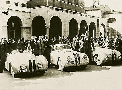 Italien, Winter 1939/40: Training zur Mille Miglia, der Bügelfalten-Roadster hat noch nicht seine Original-Windschutzscheibe