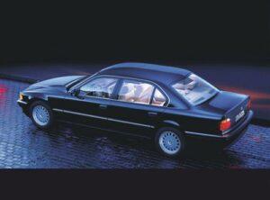 Die BMW 7er Reihe - ab 1977: Im Design am 6er Coupé orientiert, setzt die 7er Reihe einen neuen Meilenstein in der automobilen Oberklasse.