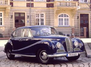 BMW Archivfoto, 100 PS, 1440 kg, V8-Motor