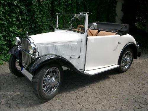 Gebaut von 1932 - 1934. Klappverdeck, Steckscheiben für die Türen. Von innen zugänglicher Kofferraum.
