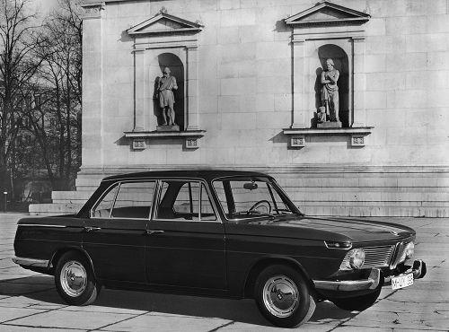 Der BMW 1600 vereinigt in idealer Weise die Eigenschaften eines Sportwagens mit dem Komfort einer exklusiven Reiselimousine. Dieser Wagen begeistert durch seine einzigartige technische Konzeption und durch eine in allen Situationen souveräne Sicherheit. 150 km/h, Scheibenbremsen