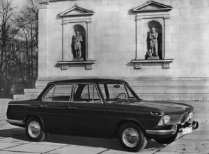 Mordene viertürige Mittelklasse-Limousinen, Vierzylinder-Reihenmotoren mit obenliegender Nockenwelle, McPherson-Federbein-Vorderachse, Schräglenker-Hinterachse, Scheibenbremsen vorne. Großes Modellangebot durch verschiedene Hubraum- und Leistungsvariationen