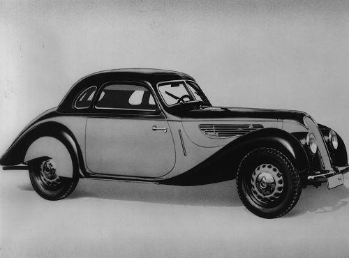 Motor: 6 Zylinder, Hubraum 1971 ccm, Verdichtung 1:7,5, 3 Solex-Vergaser; Leistung; 80 PS bei 4500 U/min (wahlweise auch mit 55 PS lieferbar); Spitzengeschwindigkeit: 145 km/h (mit Sportkarosserie - Typ 328 - bis zu 155 km/h); Gewicht: Typ 327 ( Cabrio) 1100 kg, Typ 328 (Sportroadster) 780 kg
