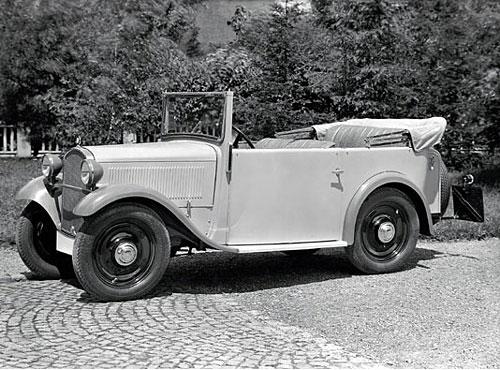 4 Zylinder, 20 PS, 7215x gebaut. Das viersitzige Cabriolet hat bei geschlossenem Verdeck Kurbelfenster in den Türen als einzige seitliche Öffnungen. Das mehrlagige gefütterte Segeltuchverdeck weist außenliegende Sturmstangen auf