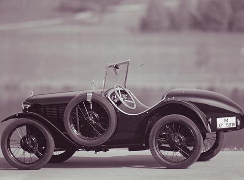 Die sportliche Variante des ersten BMW Automobils verdutzte 1930 die Automobilwelt. Aus 748,5 ccm ergaben sich 13 Kw (18 PS) bei 3500 U/min. Teilnahme an zahlreichen Rennen.