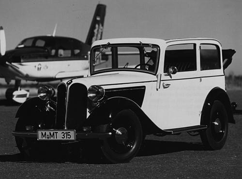 Diese offene Variante des 1,5 Liter Sechszylinderwagens gehörte zu den reizvollsten Modellen seiner Klasse. Rund 100 km/h lief der 30 PS starke 315, der in allen Karosserievarianten von 1934 - 1937 in über 9.500 Exemplaren entstand.