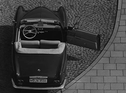 Auf nur 273 Exemplare zwischen 1956 und 1957 brachte es das überaus exklusive 503 Coupé mit 140 PS starkem V8-Motor aus Leichtmetall. Teurer als ein Mercedes Benz 300 war von diesem Typ auch ein Cabrio-Version erhältlich