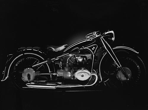 gebaut von 1935 - 1937. Exklusives Sportmodell mit einem leistungsstarken ohv-Motor. Die R 17 war das teuerste deutsche Motorrad ihrer Zeit, aber zugleich auch das schnellste Serienmodell einheimischer Produktion, portmodell mit 750 cm³ und 33 PS