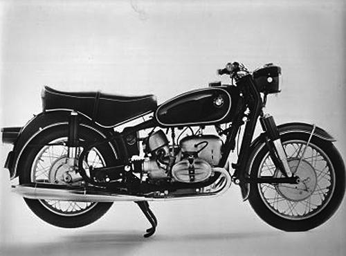 Mit 175 km/h Höchstgeschwindigkeit war die 42 PS starke BMW R 69 S lange Zeit das schnellste deutsche Serienmotorrad. Sie wurde von 1960 bis 1969 gebaut. Ihr Zweizylinder-Boxermotor wies einen Hubraum von 590 cm³ auf, die Nenndrehzahl lag bei 7000 Umdrehungen pro Minute, Der zunächst im neuen Fahrgestell verwendete Motor aus der R 68 wind in 1960 von einem erheblich leistungsgesteigerten Aggregat abgelöst. Lenkungsdämpfer