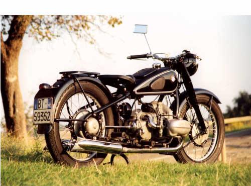 Vorkriegsmotorräder 1936 - 1941. R 5 - 1936 - 1937, 494 ccm ohv, 18 kW (24 PS). Auf italienischen Straßen unterwegs: Die R 5 aus 1937; von Andrea Cavazzuti.